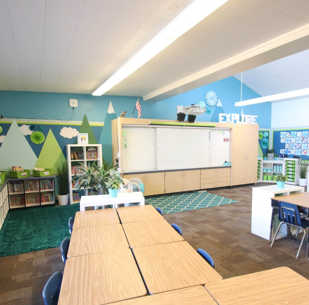Core Inspiration's classroom with clean desk and flor after students have tidied at the ned of the day.